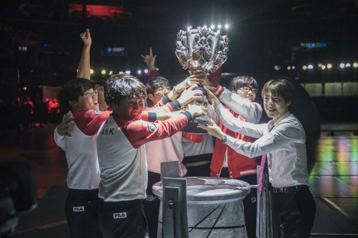 skt-lift-the-summoner-s-cup